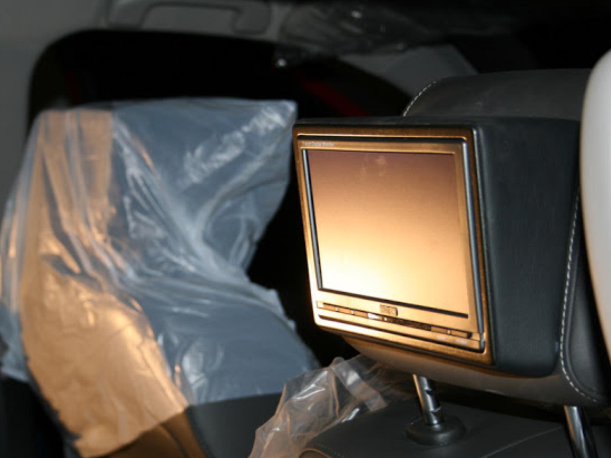 Установка потолочного монитора в авто своими руками